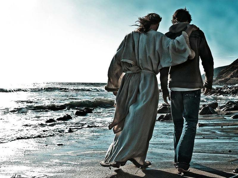 """Bog je obukao majicu i traperice, obuo je tenisice i ponio """"duksu"""". Nezamislivo?"""